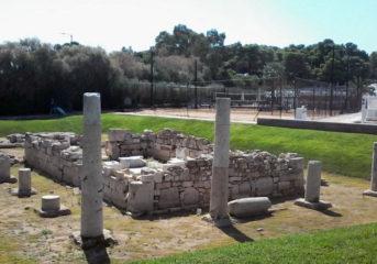 Πώς ο θεός Απόλλωνας υποχρεώθηκε να παρακολουθεί τένις στη Βουλιαγμένη