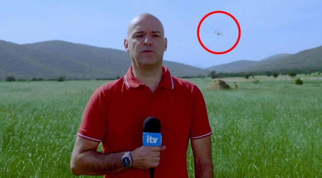 Για πρώτη φορά διακόπτεται δελτίο ειδήσεων γιατί μία κοπέλα έπεσε από τον ουρανό την ώρα του ζωντανού ρεπορτάζ!