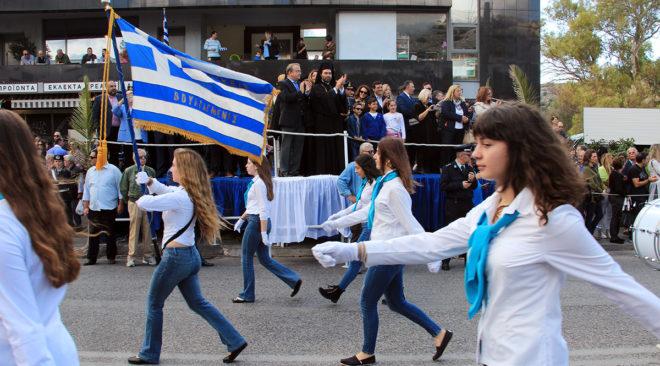 Εικόνες από τη μαθητική παρέλαση της 28ης Οκτωβρίου στη Βάρη