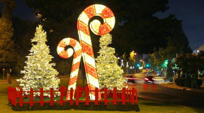 Νυχτερινή βόλτα στη χριστουγεννιάτικη Βάρη Βούλα Βουλιαγμένη