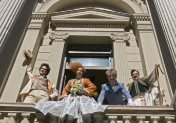 Το Εθνικό Θέατρο σε λεωφορείο κάνει στάση σε Βούλα και Βουλιαγμένη
