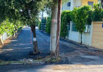Η ιστορία πίσω από την παράδοξη εικόνα της οδού Πάργας στη Βάρη
