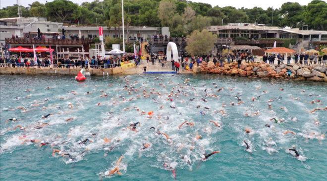 Στη Βουλιαγμένη το χειμερινό ραντεβού των κολυμβητών κάθε ηλικίας