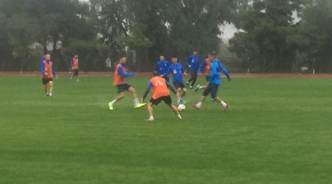 Στη Βουλιαγμένη για προπόνηση υπό καταιγίδα η Εθνική ποδοσφαίρου