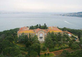 Τη Θεολογική Σχολή της Χάλκης ανακαινίζει με δωρεά του ο Θανάσης Μαρτίνος