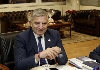 Επιπλώνουν γραφείο με 19.450 ευρώ στην Περιφέρεια Αττικής