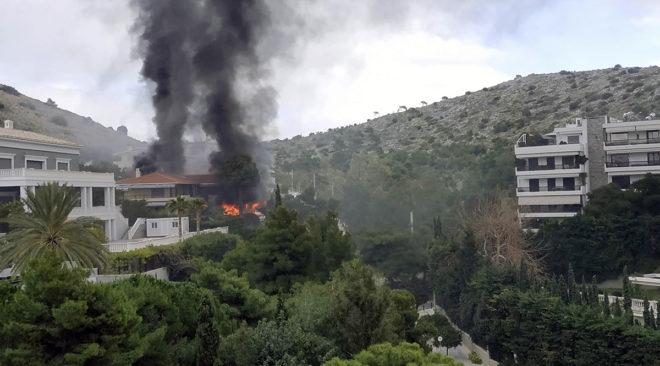 Πυρκαγιά κατέκαψε κατοικία στη Βουλιαγμένη (photos-video)