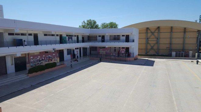 Θετική στον κορωνοϊό εκπαιδευτικός σε σχολεία της Βάρης