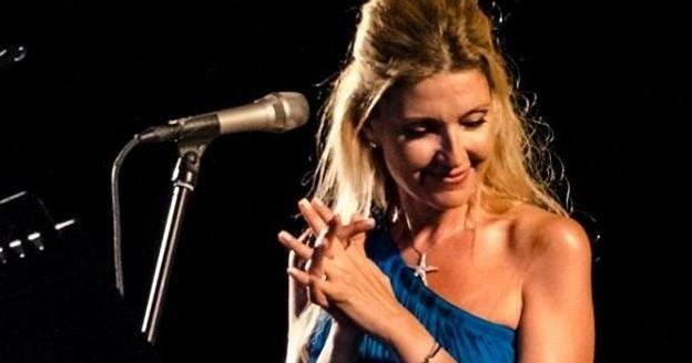 Βούλα: Διαδικτυακή συναυλία της Όλγας Βενέτη δίπλα στο κύμα