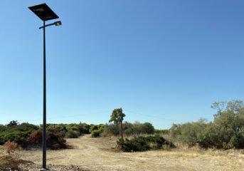 Νέα φωτοβολταϊκά φωτιστικά περιμετρικά του ΠΙΚΠΑ Βούλας