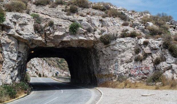 Επικίνδυνες οι Τρύπες Καραμανλή: Κλείνει για 15 ημέρες το ρεύμα προς Σούνιο